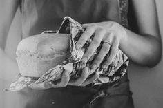 Boerbrood - Boesmanland Langtafel'n Suurdeegplantjie brood kan op verskeie maniere gebak word - Ek het my ma se resep, insuurskottel en lappieskombers uitgehaal en tydens inperking die perfekte Suurdeeg Boerbrood gebak South African Recipes