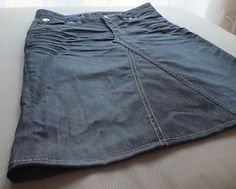 Rock aus kaputter Jeans