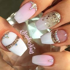 This combination of pastel colors and rhinestones in gold, are a rich combination that reminds me a bit, I must admit, reminiscent of luxurious side of the Near East.