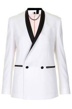 Sofisticación al instante: el blazer esmoquin, de Topshop.  http://www.glamour.mx/moda/shopping/articulos/elegancia-urbana-el-saco-esmoquin-1/1339