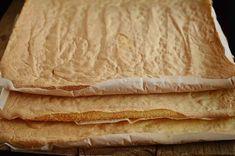 Mod de preparare Prajitura cu foi si crema de lamaie: Foi: Vom imparti ingredientele in 3 parti si vom prepara pe rand foile pentru prajitura. Albusurile se bat spuma tare cu un praf de sare. Se adauga zaharul si se mixeaza pana obtinem o spuma densa si lucioasa. Galbenusurile frecate… Romanian Desserts, Romanian Food, Dessert Bread, Dessert Bars, Cookie Recipes, Dessert Recipes, Good Food, Yummy Food, Food Cakes