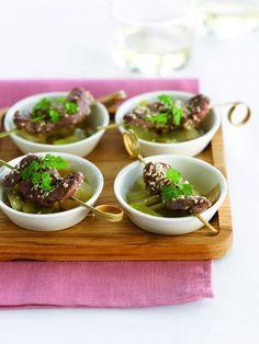 Een overheerlijke rundvleesspiesjes met witloof, die maak je met dit recept. Smakelijk!