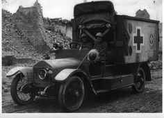 Women at war. world war ambulance. My grandfather drove one of these with the Yale Hospital Brigade. Women In History, World History, Ambulance, World War One, First World, Vintage Nurse, Emergency Vehicles, Military History, Warfare
