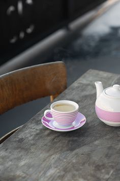 Love the pink & white tea pot on the old table.