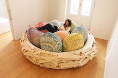 Giantbirdsnest le sofa nid par Merav Eitan et Gaston Zahr