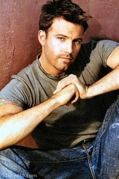 I swear I fall in love with this guy every time I watch Armageddon! Or Pearl Harbor...so hot