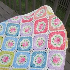 The Last Rose of Summer Blanket Free Crochet Pattern Afghan Crochet Patterns, Crochet Stitches, Crocheted Afghans, Floral Theme, Free Blog, Free Crochet, Wedding Decor, Free Pattern, Diy Crafts