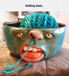 Yarn bowl-makes me want to learn how to knit or crochet! Clay Projects, Clay Crafts, Diy And Crafts, Arts And Crafts, Diy Clay, Ceramic Pottery, Ceramic Art, Keramik Design, Yarn Bowl