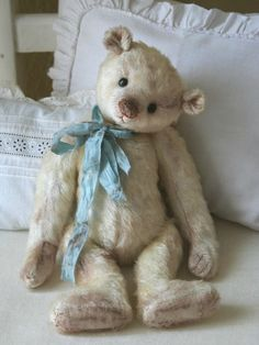 Vintage teddy bear with blue ribbon Old Teddy Bears, Vintage Teddy Bears, My Teddy Bear, Vintage Toys, Vintage Decor, Vintage Style, Cute Bear, Bear Doll, Old Toys