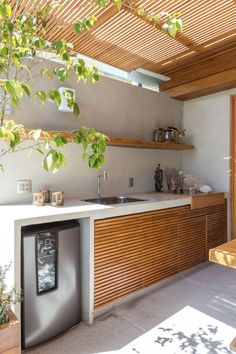 Having an outdoor kitchen can be very attractive for the coming guest. Check out these outdoor kitchen ideas that will stun you! Outdoor Bbq Kitchen, Backyard Kitchen, Outdoor Kitchen Design, Outdoor Kitchens, Outdoor Barbeque Area, Dirty Kitchen Design, Kitchen Interior, Kitchen Decor, Zen Kitchen