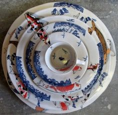 """* Mervyn Gers recently won the Best decorated Award at Ceramics South Africa's Cape Regional with his beautiful Koi and Blue Willow Set. """"A series of plates patterned in decals recalling the familiar Willow Pattern designs and the Koi fish of the East. Ceramic Tableware, Ceramic Pottery, Ceramic Art, Ceramic Bowls, Kitchenware, Willow Pattern, Ceramic Studio, Blue China, Ceramic Design"""