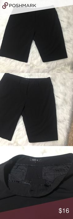 """Daisy Fuentes Career Bermuda Shorts Black 10 Women Daisy Fuentes Career Bermuda Shorts Black 10 Women's Stretch material. 10"""" inseam, 9"""" rise, 15"""" waist laying flat. Perfect for work. Good used condition. 2 front pockets and 2 back pockets. Daisy Fuentes Shorts Bermudas"""