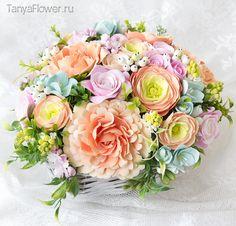 Большой букет цветов в плетеной корзине. Tanya Flower