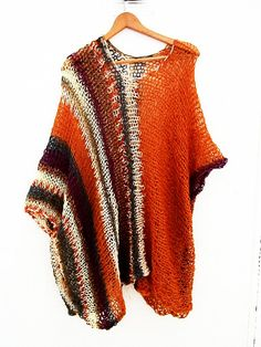 Diy Crochet, Crochet Top, Knitting Stitches, Knitting Patterns, Winter Outfits, Cool Outfits, Wearable Blanket, Knitted Poncho, Crochet Designs