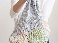 Today's free pattern and tutorial is for an easy, eco-friendly knit market bag! This shopping tote is simple to knit and is designed with new knitters in Easy Scarf Knitting Patterns, Knit Patterns, Free Knitting, Knitting Ideas, Knitting Projects, Crochet Projects, Craft Projects, Slip Stitch Crochet, Tunisian Crochet