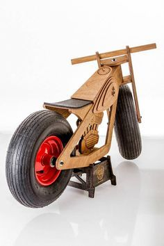 All girls are looking at you, when you drive with Hoog pushbike in front of the kindergarten. This is the winners bike! Wide pumped tires ensure smooth rolling on soft ground, whether its midsummer grass or an autumn-rainy mud! NB! We recommend to use security equipment! Sealed bearings