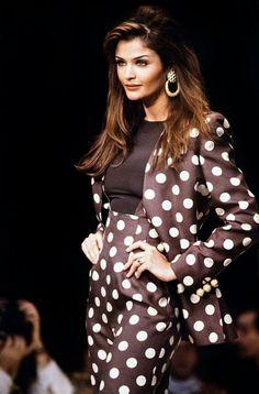 Helena Christensen walked for Valentino Spring/Summer 1993 Vintage Fashion 90s, 90s Fashion, Fashion Models, Vintage Outfits, Girl Fashion, Fashion Show, Womens Fashion, Fasion, Helena Christensen