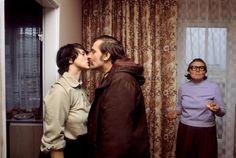 Chris Niedenthal, Gdańsk 1980. Elektryk Lech Wałęsa, w obecności teściowej, żegna się z żoną Danutą przed wyjściem do nowej pracy już jako szef właśnie założonego, niezależnego związku zawodowego Solidarność, fot. materiały promocyjne