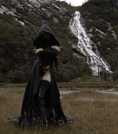 How dark can goth girls go; I will try to find out, Daily Dose of Goth Girls Dark Beauty, Gothic Beauty, Dark Fashion, Gothic Fashion, Guerrero Ninja, Chica Dark, Modest Summer Fashion, Dark Witch, Evil Witch