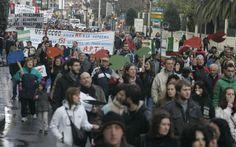 Manifestación del 15-M en Gijón http://www.elcomercio.es/multimedia/fotos/ultimos/95179-manifestacion-gijon-0.html