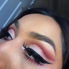Pink cut crease with gold glitter using Anastasia modern renaissance palette IG: Eyebrows On Fleek, Perfect Eyebrows, Makeup Goals, Makeup Tips, Makeup Art, Face Makeup, Modern Renaissance Palette, Beautiful Eye Makeup, The Beauty Department