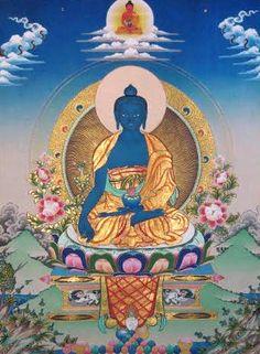 Na luz azulada de Sange Menla, o Buda da medicina