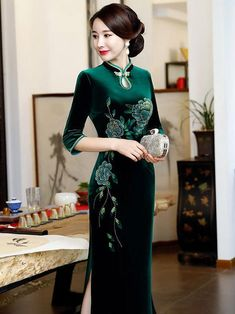 Green Stand Collar Split-side Ao Dai Cheongsam – uoozee Oriental Dress, Oriental Fashion, Embroidery Suits Design, Embroidery Fashion, Chinese Gown, Royal Dresses, Cheongsam Dress, Long Evening Gowns, Velvet Fashion