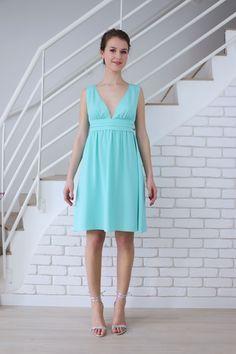 Le décolleté V profond de robe de soirée vert mint Anémone aa9602a2639