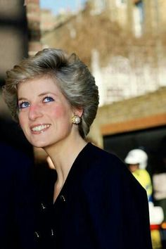 March Diana, Princess of Wales visiting the Royal Marsden Hospital, Surrey, England. Real Princess, Princess Of Wales, Princesa Real, Diana Fashion, Princes Diana, Lady Diana Spencer, Queen Of Hearts, British Royals, Queen Elizabeth