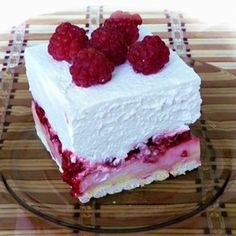 Isteni málnás kocka, amit még sütni sem kell - www. Holiday Desserts, No Bake Desserts, Dessert Recipes, Yummy Snacks, Delicious Desserts, Yummy Food, My Recipes, Cookie Recipes, Kolaci I Torte