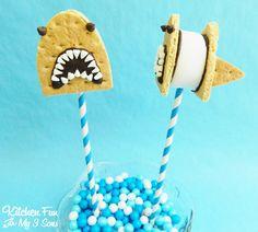 12 Killer Recipes for Shark Week Soirees Shark s'mores pops Shark Week Crafts, Shark Craft, Discovery Channel, Kool Aid, Pop Rocks, Shark Snacks, Shark Party Favors, Shark Cookies, Fish Candy