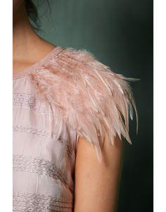 Vestido Verona Verona, Ideas, Summer Dresses, Minimal Dress, Ruffles, Crew Neck, Tulle, Feathers, Sleeves