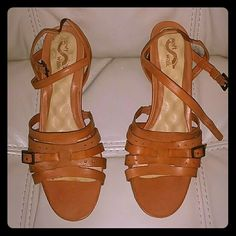 Womens Strappy Soft Walk Sandals NWOT Caramel - Tan Strappy Heels Soft Walk Shoes Heels