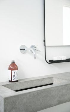 minmalist bathroom with concrete sink Bathroom Toilets, Laundry In Bathroom, Small Bathroom, Master Bathroom, Vanity Bathroom, White Bathroom, Decoration Inspiration, Bathroom Inspiration, Bathroom Inspo