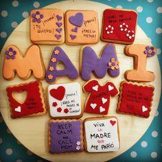 Galletas decoradas personalizadas para celebrar el Día de la Madre! #villabakery #villabakeryonline #ReposteriaCreativa #ReoosteriaArtesanal #DiaDeLaMadre #RegaloDulce #RegaloPersonalizado #galletasDecoradas