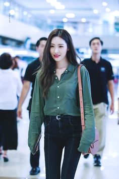 Korean similar fashion - official korean fashion demi lovato, airport fashion kpop, korean airport Korean Airport Fashion, Korean Fashion Kpop, Asian Fashion, Fashion Idol, Girl Fashion, Fashion 2017, Daily Fashion, Kpop Girl Groups, Kpop Girls