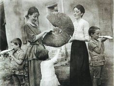 10355803_453419228143744_667662489131138950_n Vintage Bakery, Robert Doisneau, The Son Of Man, Daguerreotype, Past Life, Life Photo, Vintage Photography, Greece, The Past