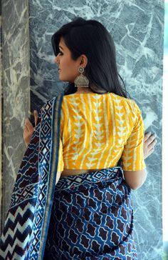 Evergreen cotton print pattern blouse never out of style! – LIFESTYLE Vlogs kalamkari & cotton print pattern blouse to try this summer 2020 . Try this look at SM Studio Now try this different looks of kalamkari, ikat print blouse for all those sunn… Indian Blouse Designs, Cotton Saree Blouse Designs, Fancy Blouse Designs, Blouse Neck Designs, Blouse Patterns, Sari Blouse, Saris Indios, Indigo Saree, Blouse Designs