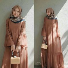Abaya Fashion, Modest Fashion, Fashion Dresses, Muslim Women Fashion, Islamic Fashion, Moslem Fashion, Hijab Style Dress, Modele Hijab, Mode Abaya