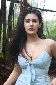 Beautiful Blonde Girl, Beautiful Girl Photo, Beautiful Girl Indian, Cute Beauty, Beauty Full Girl, Beauty Women, Most Beautiful Bollywood Actress, Beautiful Actresses, Indian Actress Hot Pics