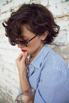 Short Hair natural and modern look. Striped Shirt, Glasses and red lips. Great look.