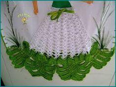 Resultado de imagem para croche vestido boneca pano de prato Knit Crochet, Crochet Hats, Tablerunners, Barbie, Quilts, Christmas Ornaments, Knitting, Holiday Decor, Lady