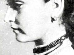 مارتا سبستیان خواننده فولکلور اروپای شرقی که با ترانه مجاری در فیلم بیمار انگلیسی شهرت جهانی یافت.