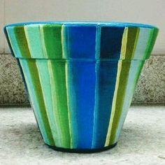 Veja nosso novo produto Vaso decorado - listras/azul e verde! Se gostar, pode nos ajudar pinando-o em algum de seus painéis :)