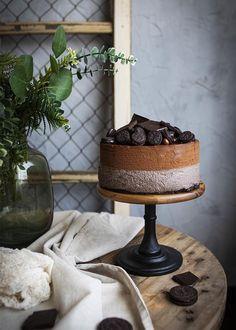 Esta Tarta Mousse de oreo y chocolate triunfa en cualquier fiesta y celebración porque es vistosa y riquísima Snack, Relleno, Candle Holders, Candles, Cake, Desserts, Blog, Chocolate Frosting, Chocolate Lovers