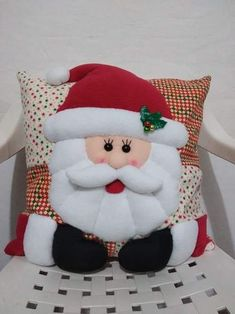 Munequeria Navidena Y Halloween Felt Christmas Decorations, Felt Christmas Ornaments, Beautiful Christmas, Christmas Home, Christmas Stockings, Christmas Crafts, Christmas Cushions, Christmas Pillow, Christmas Wonderland