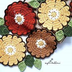 Hayırlı sabahlar🍀🌻🍀🌻🍀💛🍀 . . Polyester ribbon 5mm tığ ipim @yuncunihat . . #goodmorning #günaydın #art #crochet #objektifimden #gununkaresi #kahve #kahvekeyfi #sunum #masa #ceyiz #ceyizlik #hediyelik #interior123 #vintage #tasarım #tablerunner #instagramers #instagoods #haftasonu #pazar #pazarkeyfi Crochet Potholders, Crochet Doilies, Crochet Flowers, Pot Holders, Decoupage, Crochet Earrings, Blanket, Knitting, Handmade
