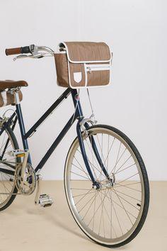 GOODORDERING, East London bag company bicycle handlebar bag retro style on tokyo bike