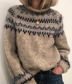 Sweater Knitting Patterns, Knit Patterns, Knitting Sweaters, Hand Knitted Sweaters, Knitting Stitches, Free Knitting, Knit Fashion, Look Fashion, Fashion Details