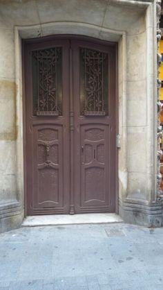 Door Barcelona